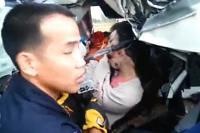 Vyprošťovací práce po havárii minibusu