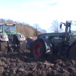 Trochu blata – záchrana traktora